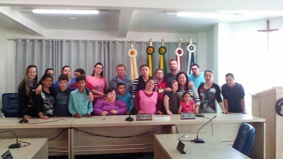 Alunos da Paulo Schneider visitam Legislativo