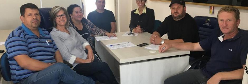 Vereadores estudam projetos antes da sessão
